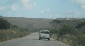 Κάποτε ο δρόμος θα είναι ο βυθμός της λίμνης και η κυκλοφορία θα γίνεται από παράκαμψη.