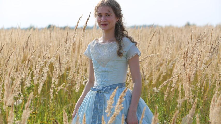 Anna Levanova as Vera 4