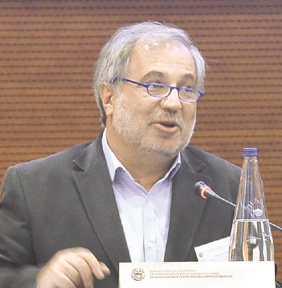 Αστέρης Χουλιάρας, καθηγητής Συγκριτικής Πολιτικής και Διεθνών Σχέσεων στο Πανεπιστήμιο Πελοποννήσου